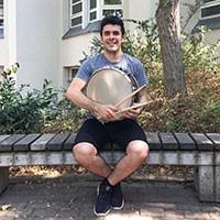 Cesar Larenas Schlagzeuglehrer